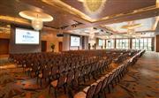 昆仑厅 - 1066平米的无柱式大宴会厅可容纳840多位贵宾,配备的专业会议服务人员解决客人一切后顾
