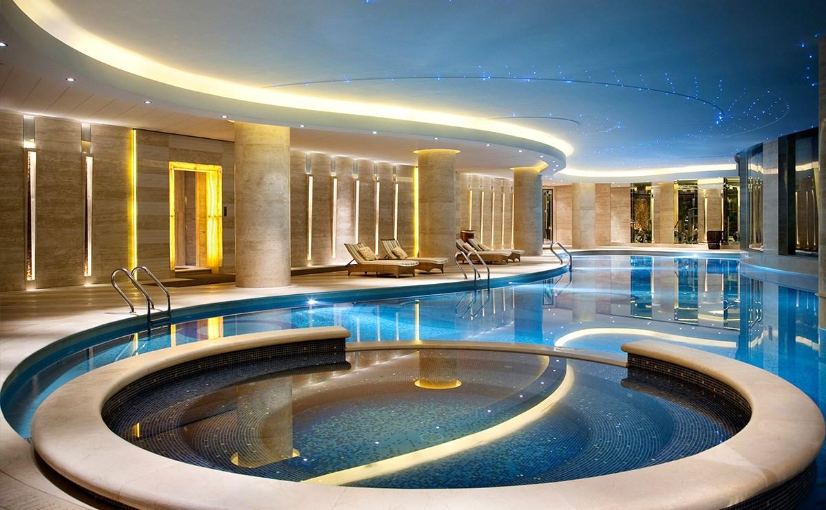 室内恒温游泳池,康体中心1层, 营业时间:早上7点至晚上11点