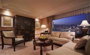 主席套房 - 面積124平方米,只設1間。套房設特大落地玻璃窗,俯瞰維多利亞海港及山頂的醉人景緻,是
