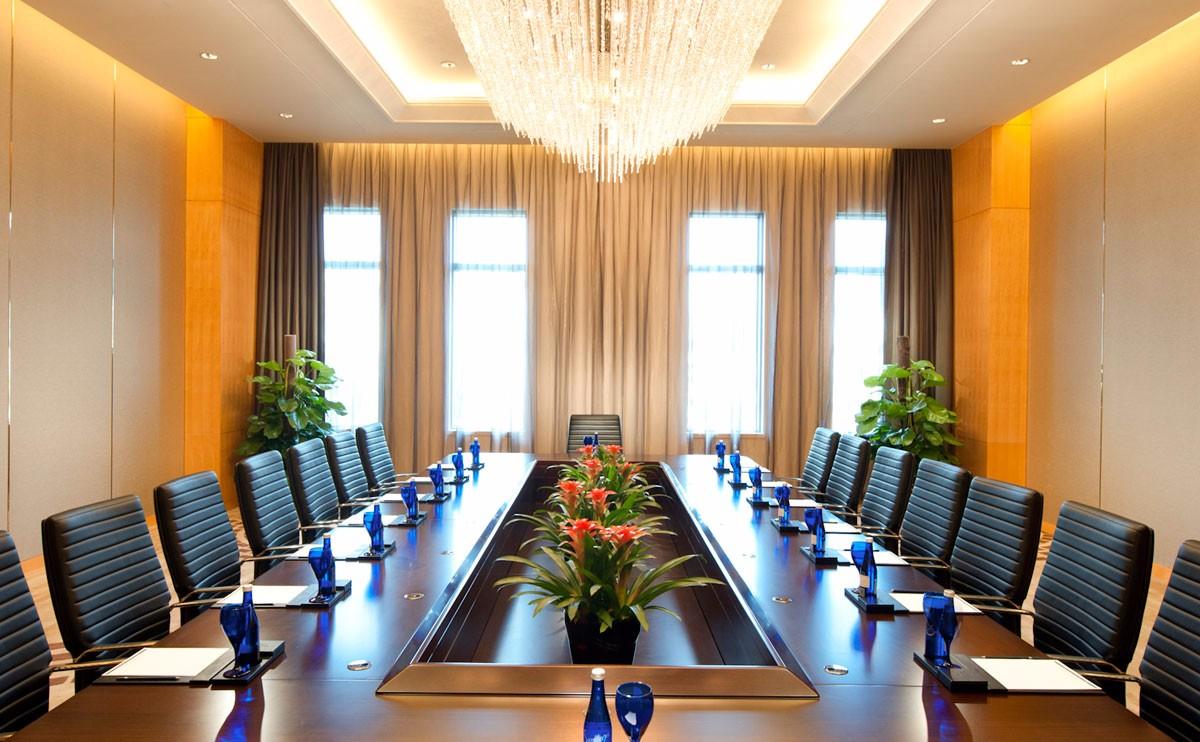 董事会议室 配悬挂式投影设备,自然采光图片