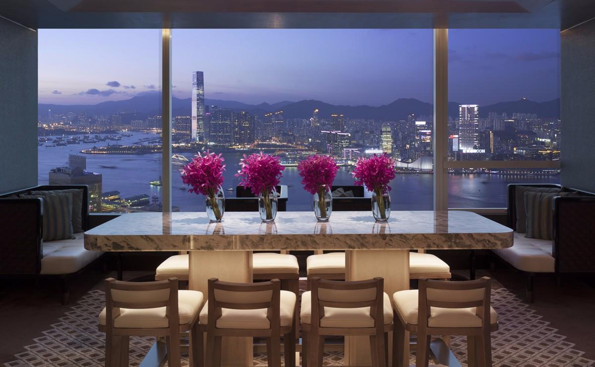 行政貴賓廊 - 位於59樓的行政貴賓廊為尊貴的住客提供至為貼心的個人化服務,包括私人登記入住、免費早