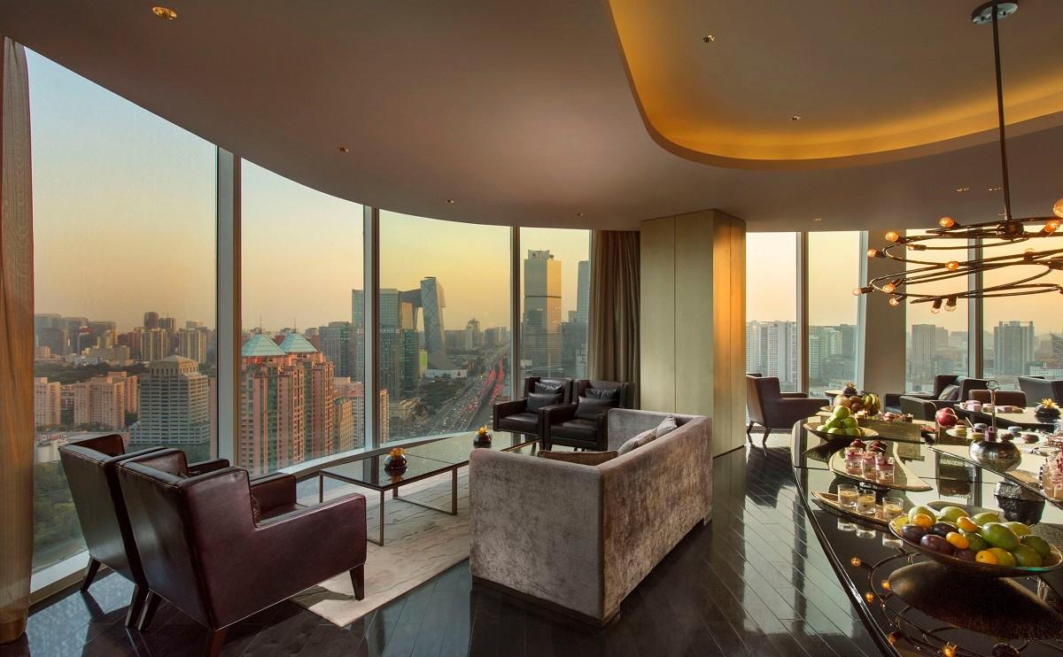 行政酒廊 - 是宾客享用健康早餐、下午茶或在黄昏时分品尝鸡尾酒和精美小食的好去处。