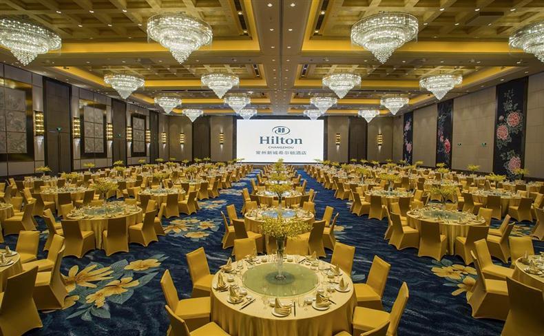 1500平米无柱式新城大宴会厅,8.8米挑高,可承接千人宴会及会议