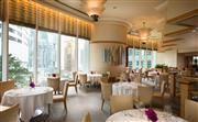 懷歐敘 - 融合傳統及現代法式歐陸美饌,其開放式廚房配以細緻的服務令餐飲體驗更為豐富。