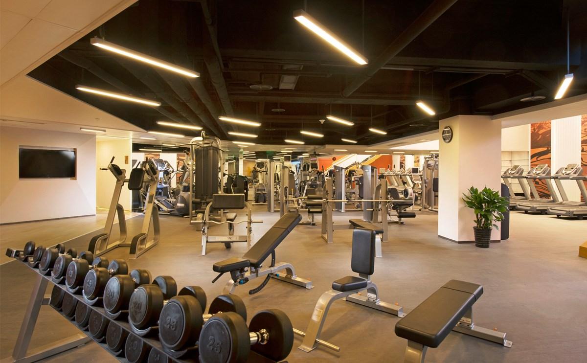 健身中心设备齐全,为您提供形式多样的运动选择。