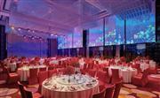 814平方米无柱式海航宴会厅,配备多媒体数字灯光环屏系统,最多可容纳360人的婚宴