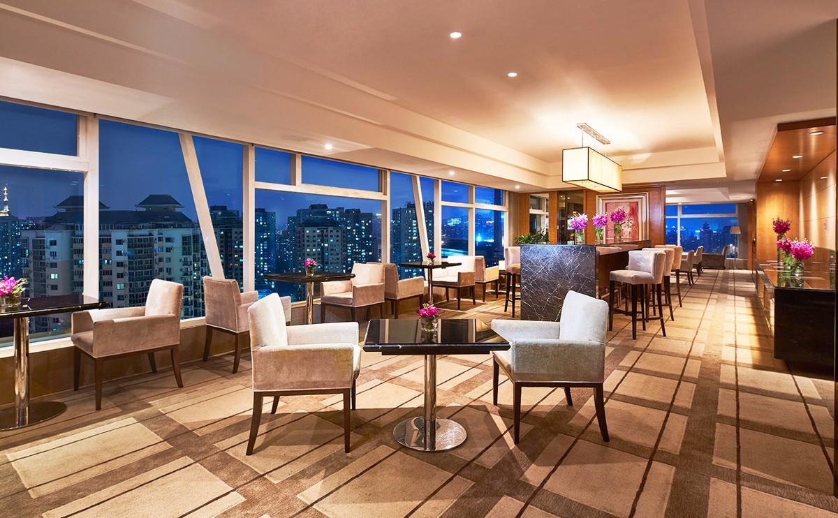 行政酒廊,入住行政楼层,还可享受行政酒廊的免费营养早餐,以及晚间