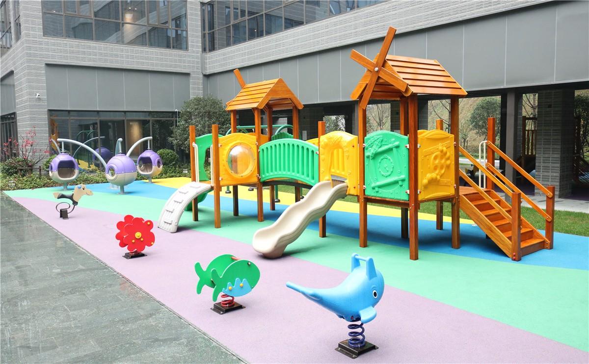 儿童乐园及室外游乐场