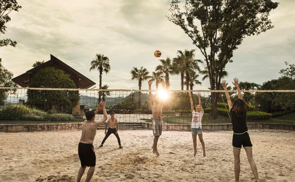沙滩排球场,位于1层,让您尽享来自三亚的柔软细沙和浙江的和煦阳光