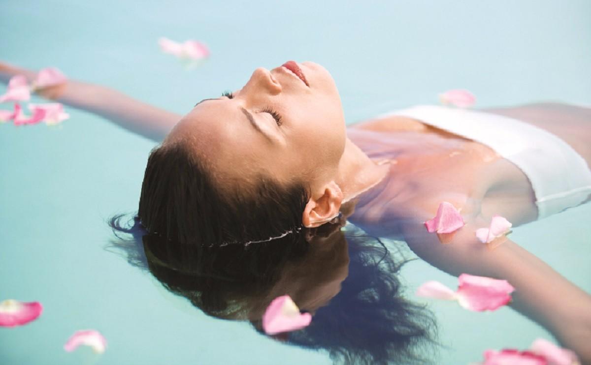 戶外恆溫泳池 - 全新修繕的戶外泳池休閒區坐擁城市景觀,泳池更設時尚創新的水中健身項目「Aqua F