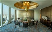 总统套房客厅 - 房间设计时尚高贵,体现出现代化的精致风格并融合奢华的配套设施