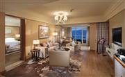 宽敞的客厅配备了超大工作区,高速无线上网方便您网上办公