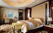 总统套房配有三间豪华卧室,床垫枕头舒适柔软