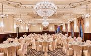 上海总会宴会厅 - 依托着上海美丽如画的外滩滨江步行道,供举办婚礼或各种高端社交活动。