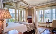 华尔道夫豪雅临江套房 - 拥有80至95平方米的开阔空间,装点华丽。