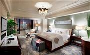 至尊临江套房 - 拥有110平米空间的至尊临江套房,宽敞舒适,装饰优雅。
