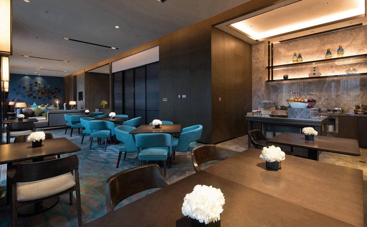 行政酒廊坐落于酒店10层,环境高雅安静,可一览海天景致.