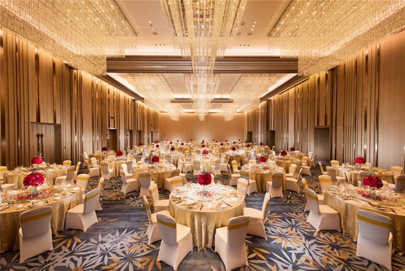 780平米大宴会厅, 位于酒店6楼。可容纳40桌婚宴