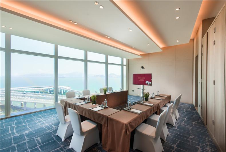 135㎡的新裁厅,层高3.5米,可均分为3个小厅
