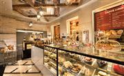 提供新鲜冲制的各种咖啡、芬芳的清茶、自制的甜点、蛋糕、巧克力、新鲜出炉的面包,以及新鲜制作的沙拉和各
